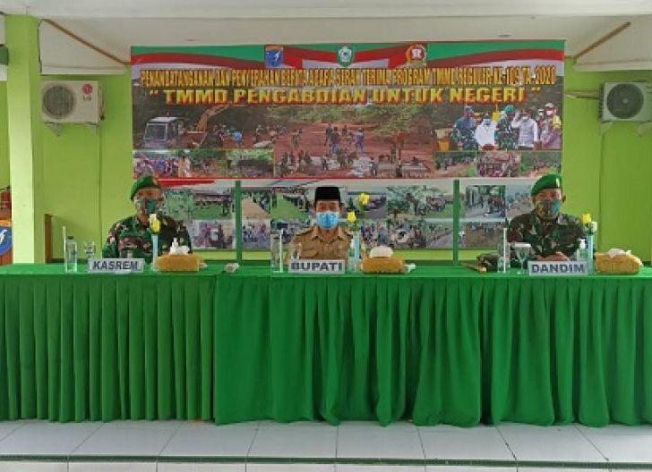 Photo of Kemanunggalan TNI-Rakyat Diharapkan Terwujud Lewat TMMD ke-109 Kodim 1015/Spt