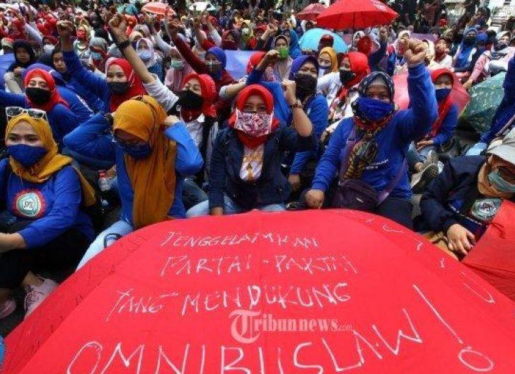 Photo of Pengusaha Tak Mau Jokowi Terbitkan Perppu Cipta Kerja, Dinilai sebagai Kemunduran