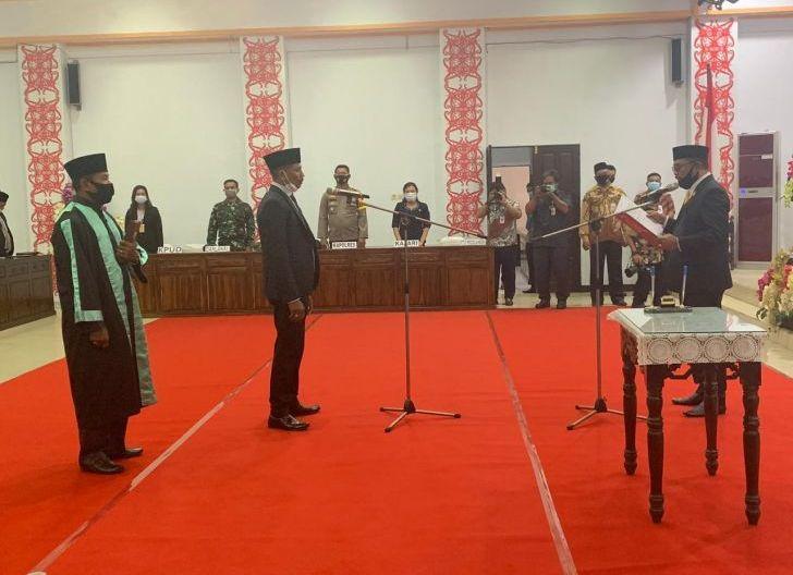Photo of Sukardi Resmi Gantikan Sahrani Sebagai Anggota DPRD Ketapang
