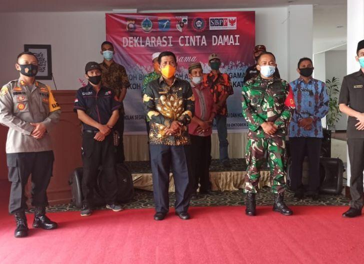 Photo of Gandeng Semua Elemen Masyarakat, Polres Kayong Utara Gelar Deklarasi Cinta Damai