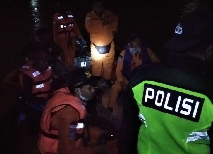 Photo of Tim Gabungan Evakuasi Jasad Korban Tenggelam di Nanga Taman