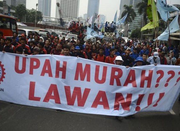 Photo of UMP 2021 Tidak Naik, Sri Mulyani: Jaga Daya Beli dengan Bansos
