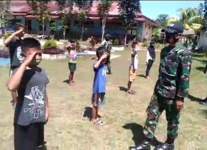 Photo of Hari Sumpah Pemuda, Satgas Yonif 642 Tanamkan Cinta Tanah Air Bagi Anak Perbatasan