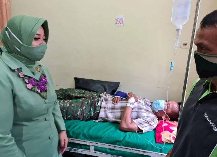 Photo of Kepedulian Ketua Persit KCK Koorcab Rem 121 Ibu Rissa Ronny Terhadap Anggota