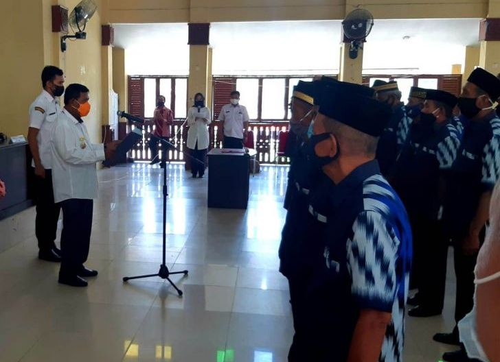 Photo of Bupati Lantik Pengurus LLI Kabupaten Kayong Utara, Kontribusi Positif Lansia untuk Pembangunan