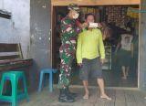 Photo of Koramil 1203-04/Simpang Hulu Terus Bagikan Masker Gratis agar Masyarakat Sadar Bahaya Covid-19