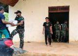 Photo of Satgas Pamtas Yonif 407/PK dan Warga Gotong-Royong Bersihkan Rumah Ibadah untuk Perkokoh Silaturahmi