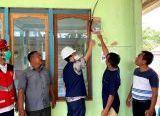 Photo of Tepat Dihari Listrik Nasional ke 75, PLN Nyalakan Listrik 4 Desa di Sanggau dan Melawi