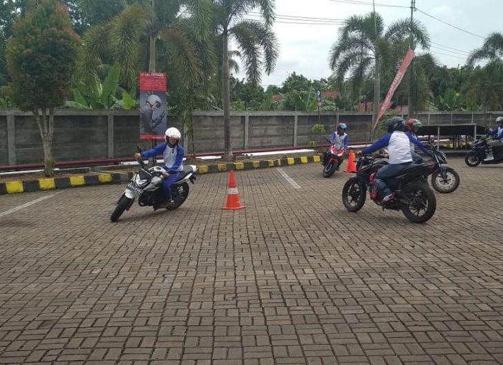 Photo of PT AHM Latih Safety Riding Ribuan Mahasiswa Indonesia Secara Daring, Atra Motor Kalbar Beri Edukasi Mahasiswa Universitas Tanjungpura