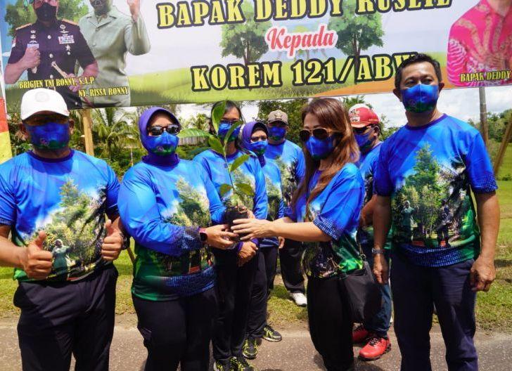 Photo of Brigjen TNI Ronny S.A.P Menerima Bibit Pohon Kopi Liberika