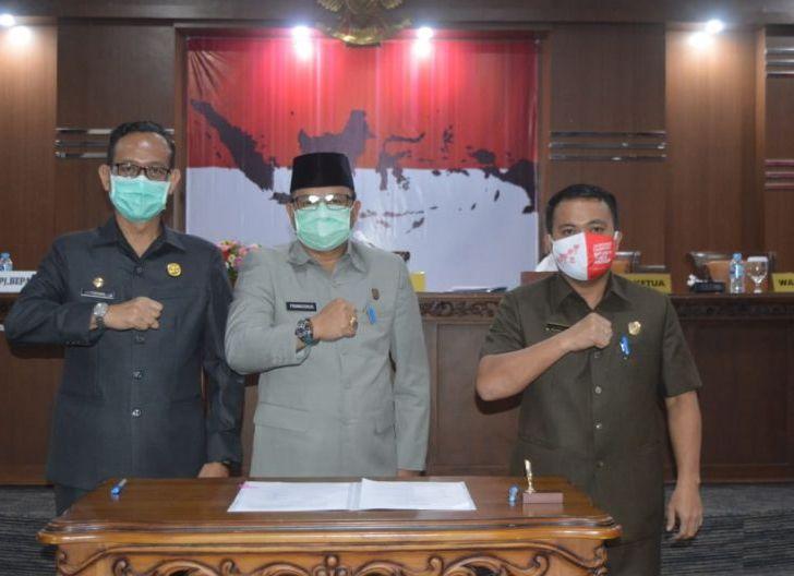 Photo of Legislatif dan Eksekutif Setujui Raperda APBD Bengkayang TA 2021