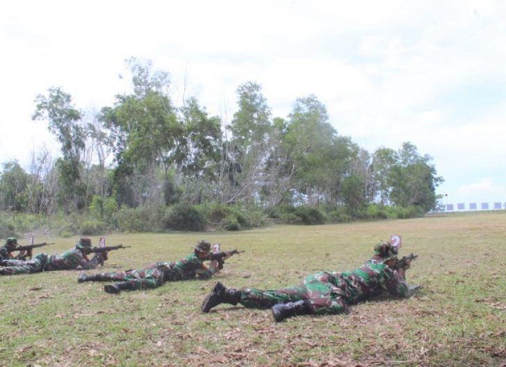 Photo of Tingkatkan Kemampuan Prajurit, Kodim 1203/Ktp Gelar Latihan Menembak Triwulan IV Tahun 2020