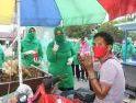 Ketua  Persit KCK Koorcab Rem 121 Tegakkan 3M dan Membagikan Masker pada Masyarakat Ketapang