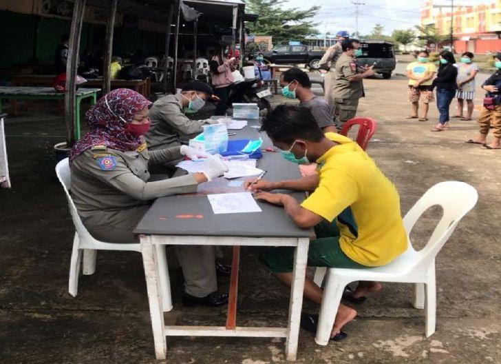Photo of Gelar Operasi Yustisi di Pasar, 10 Orang Rapid Test di Tempat