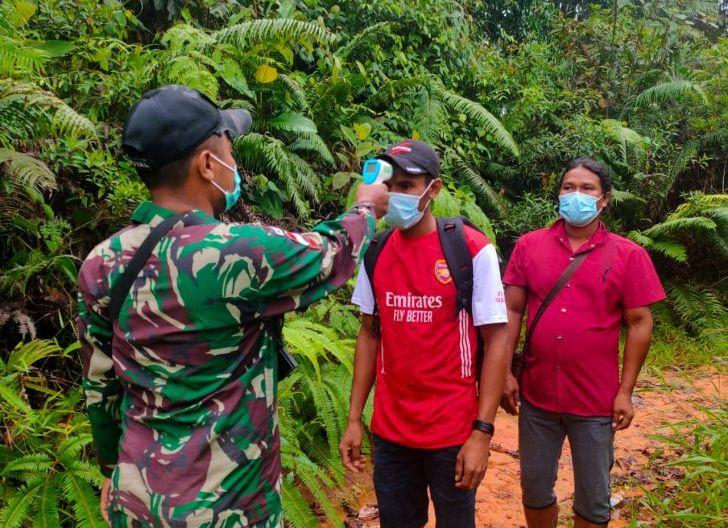 Photo of Amankan PMI Non Prosedural, Satgas Pamtas Yonif 642/Kps Serahkan ke Imigrasi Entikong