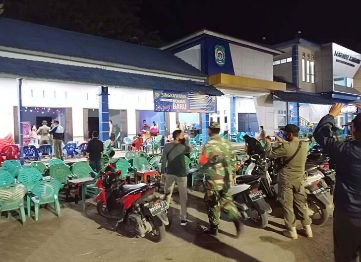 Photo of Koramil 1202-05/Singkawang Gencarkan Patroli Prokes ke Masyarakat