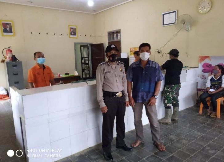 Photo of Penyaluran Bansos dari Kemensos RI, Polsek Ledo Turunkan Personel untuk Pengamanan