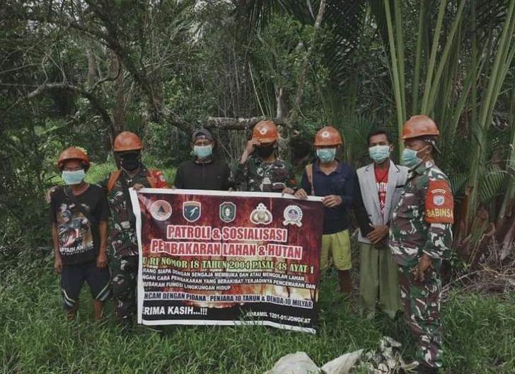 Photo of Antisipasi Karhutla, Koramil Jungkat Intensifkan Patroli dan Sosialisasi
