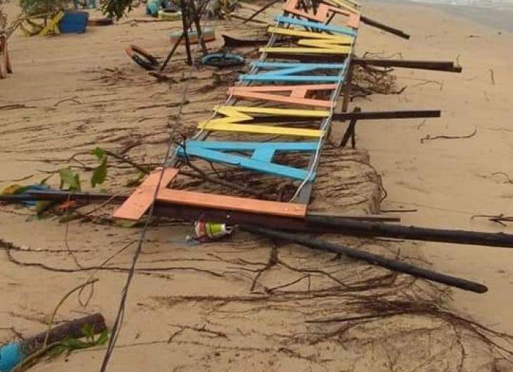 Photo of Wisata Pantai Bahari Rusak Diterjang Ombak