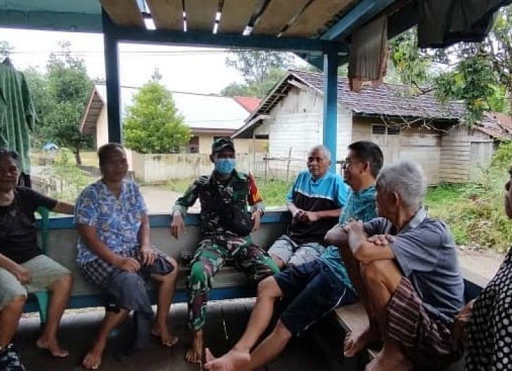Photo of Anjangsana, Babinsa Tanjung Bunga Sosialisasikan Penerapan Protokol Kesehatan