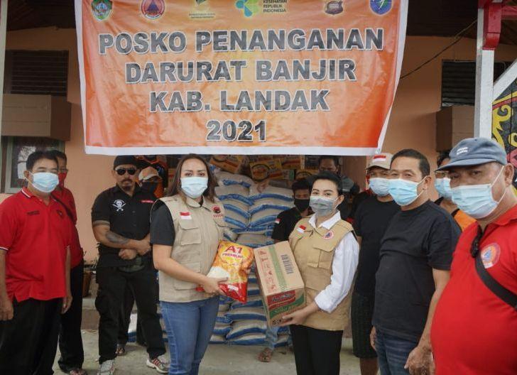 Photo of Baguna Kalbar Salurkan Bantuan ke Posko Bantuan Banjir Landak