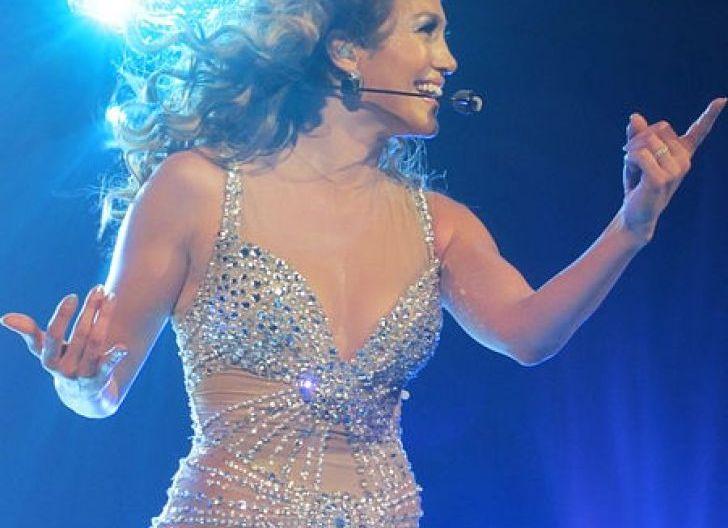 Photo of Acara Pelantikan Biden,  J.Lo bakal Nyanyikan Lagu Kebangsaan Amerika