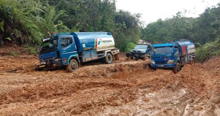 Curah Hujan tinggi, Banyak Ruas Jalan Antar Kecamatan Rusak Parah