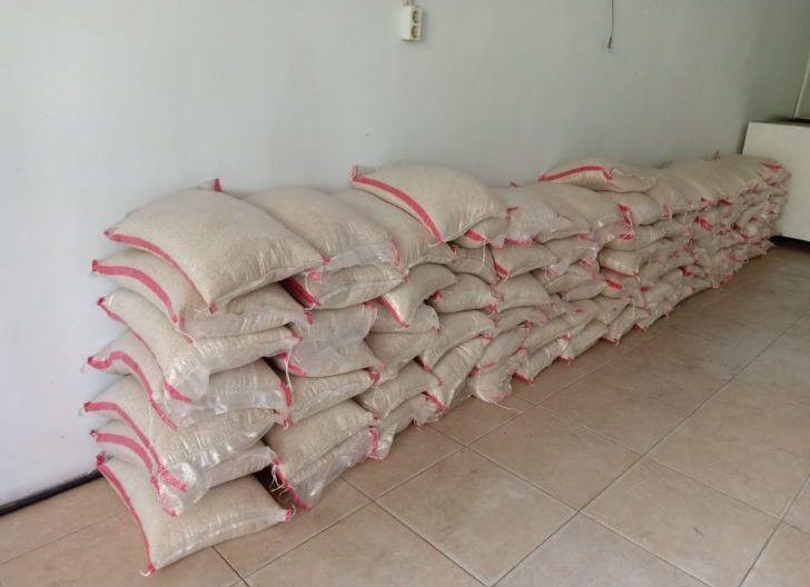 Photo of Bantuan Satu Ton Beras di Salurkan PT. BHIL untuk Warga Terdampak Pasca Banjir