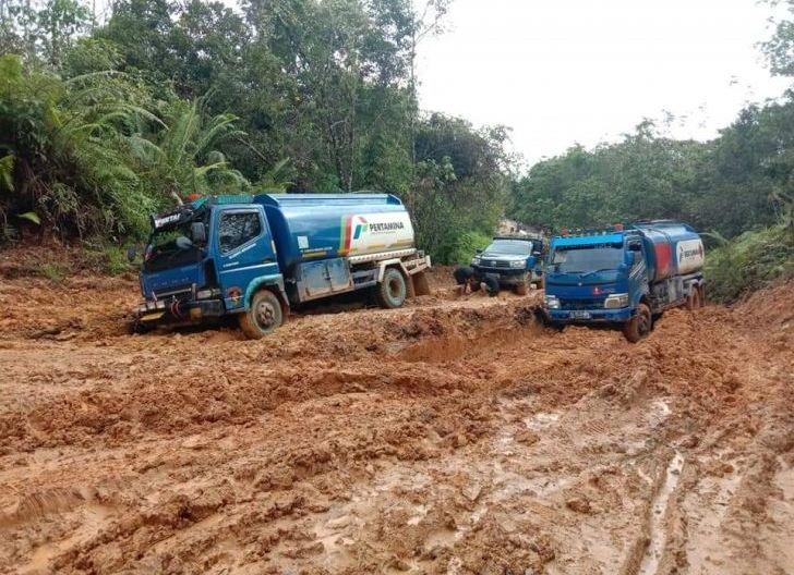 Photo of Curah Hujan tinggi, Banyak Ruas Jalan Antar Kecamatan Rusak Parah