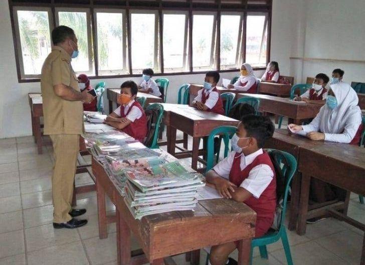 Photo of Kota Nanga Pinoh Masuk Zona Oranye, Sekolah Kembali Terapkan Belajar dari Rumah