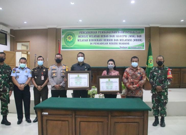 Photo of Bupati Landak Lakukan Pencanangan Pembangunan Zona Integritas Di Pengadilan Negeri Ngabang