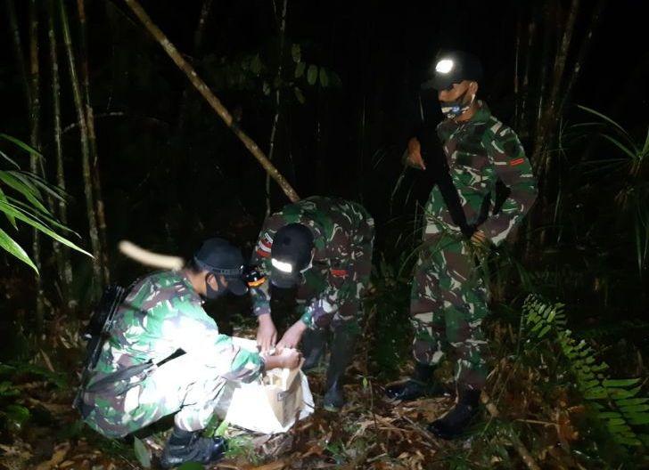 Photo of Susur Jalur Tikus, Satgas Pamtas Yonif 407/PK Amankan PMI Non Prosedural