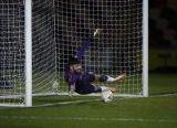 Photo of Rekor Kiper Tim Divisi Empat Liga Inggris, Cetak Gol Terjauh di Dunia