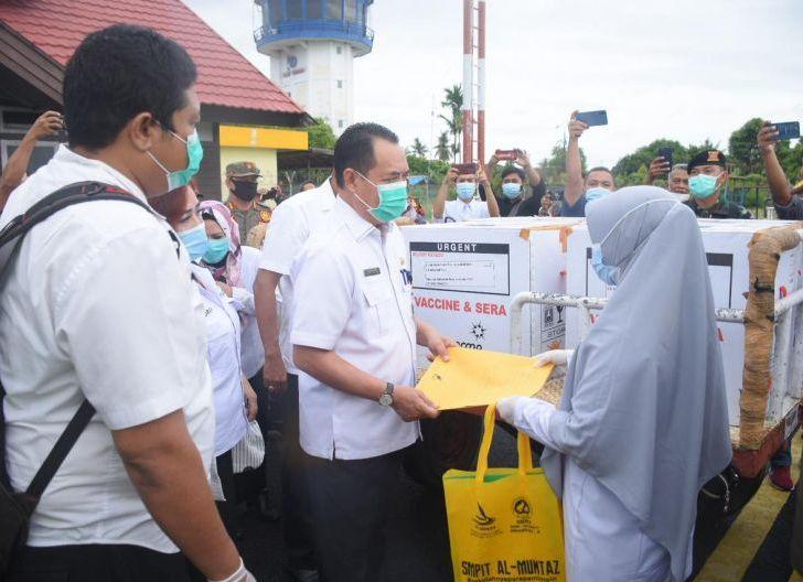 Photo of Sebanyak 4.920 Vial Vaksin Tiba di Ketapang