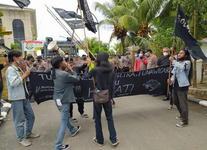 Photo of Mahasiswa Tuntut Kejati Kalbar Transparan Tangani Kasus Bantuan Covid-19