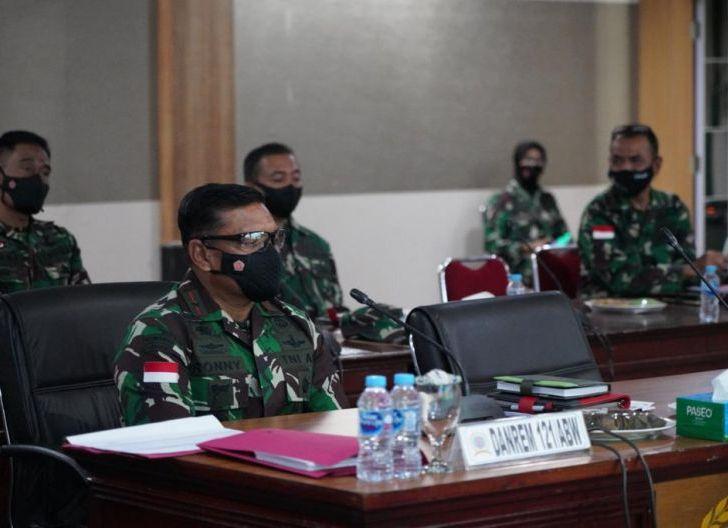 Photo of Danrem 121/Abw, Ikuti Rapim TNI AD Secara Virtual