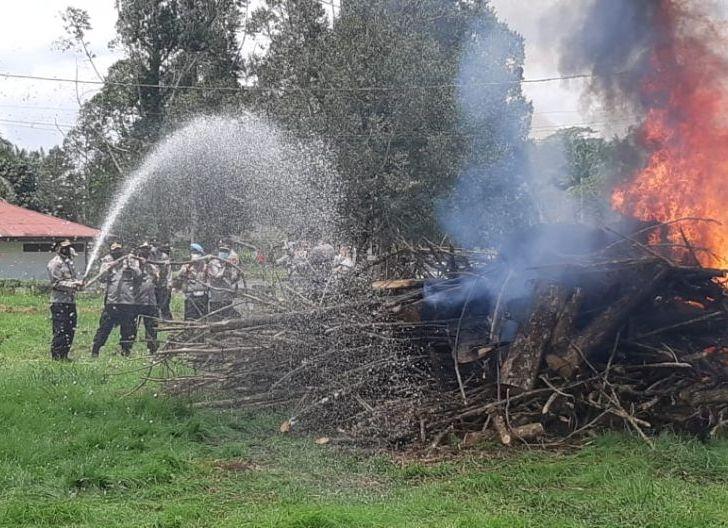 Photo of Kapolres Pimpin Simulasi Penanganan Kebakaran Antisipasi Karhutla