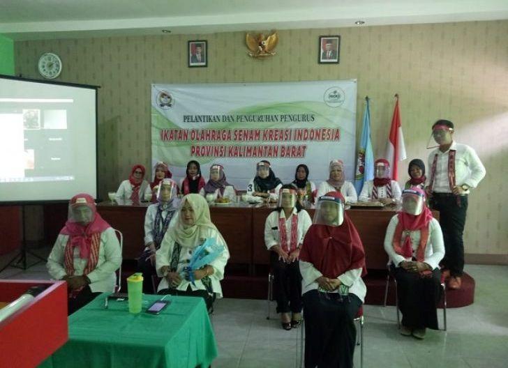 Photo of Sosialisasikan Senam Kreasi Daerah, Pengurus IOSKI Provinsi Kalbar Aktif pada Aksi Kemanusiaan