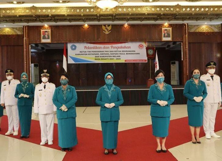 Photo of Lantik 5 Ketua Baru, Ny. Hj. Lismaryani Dorong Dekranasda Kabupaten Manfaatkan IT