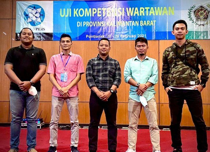Photo of Lima Wartawan Ketapang Lulus UKW