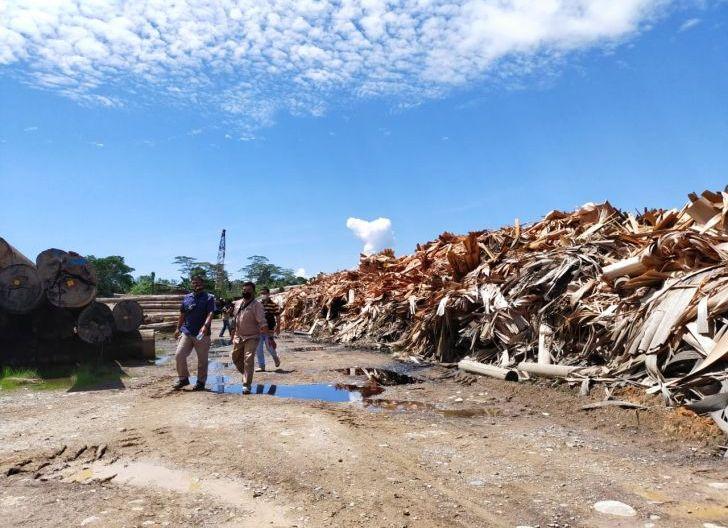Photo of Tindaklanjuti Dugaan Pencemaran Limbah, Forkopimcam Sidak PT. Kayu Mukti Timber