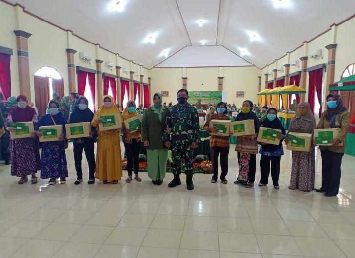 Photo of Puncak HUT ke-75, Persit KCK Koorcab Rem 121 Abw Bagikan Tali Asih kepada Warakawuri