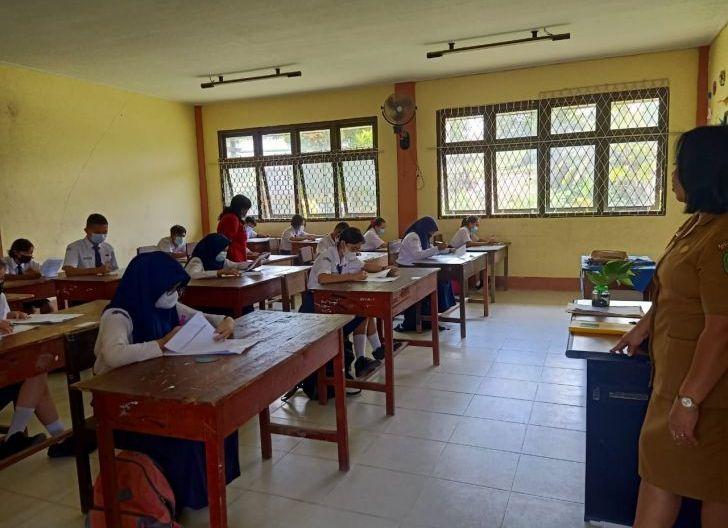 Photo of Ujian Sekolah SMPN 1 Bengkayang Terapkan Prokes Ketat