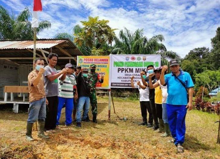 Photo of Sinergitas Babinsa Ensalang Bersama Perangkat Desa Dirikan Posko Tangguh PPKM Skala Mikro