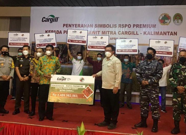 Photo of Cargill Serahkan Premi ke Tujuh Koperasi di Ketapang