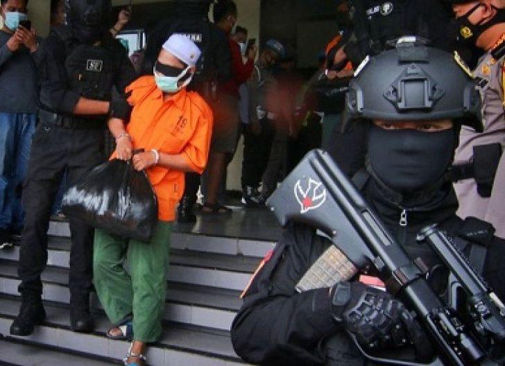Photo of Munarman dan MRS Jadikan FPI Lahan Bisnis Dapat Duit Cara Instan