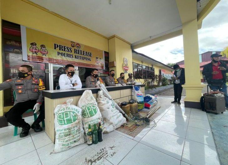 Photo of Polres Ketapang Gagalkan Dugaan Upaya Pengeboman Ikan