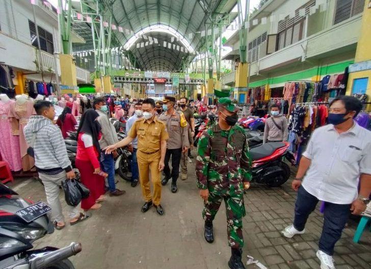 Photo of Jelang Idulfitri, Wali Kota Tinjau Prokes di Pusat Perbelanjaan