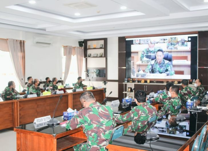Photo of Bahas Vaksinasi Bagi Purnawirawan dan Warakawuri, Pangdam XII/Tpr Ikuti Vicon Bersama Kasad