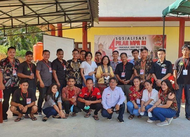 Photo of Sosialisasi Empat Pilar di Desa Amboyo Utara, Maria Goreti: Kita Berbeda, Kita Indonesia